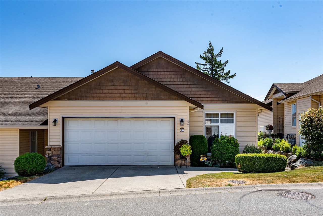 """Main Photo: 52 8590 SUNRISE Drive in Chilliwack: Chilliwack Mountain Townhouse for sale in """"MAPLE HILLS"""" : MLS®# R2484116"""