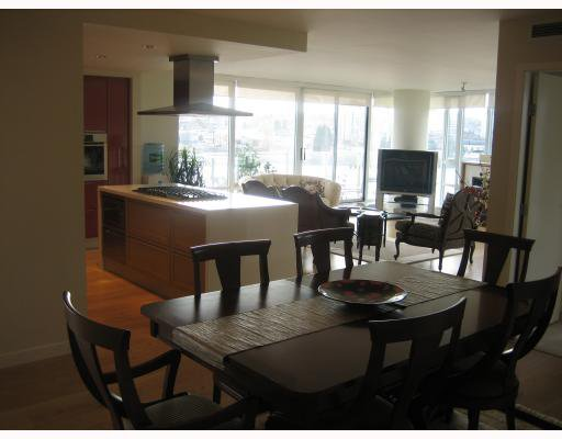 "Main Photo: 502 8 SMITHE MEWS in Vancouver: False Creek North Condo for sale in ""FLAGSHIP"" (Vancouver West)  : MLS®# V797838"