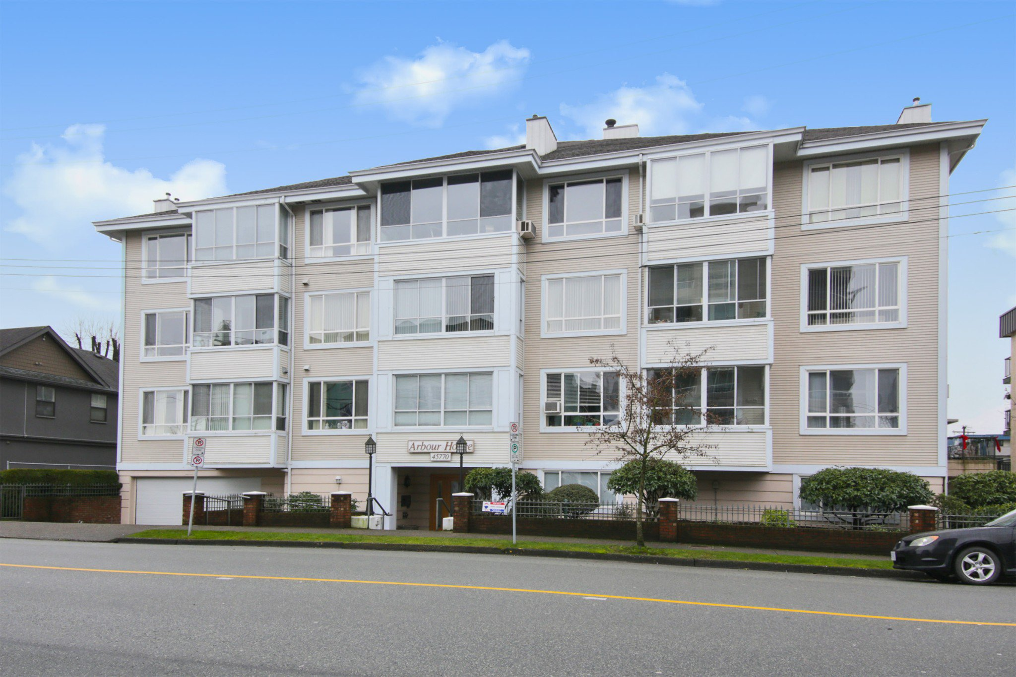 """Main Photo: 207 45770 SPADINA Avenue in Chilliwack: Chilliwack W Young-Well Condo for sale in """"Arbour House"""" : MLS®# R2526549"""