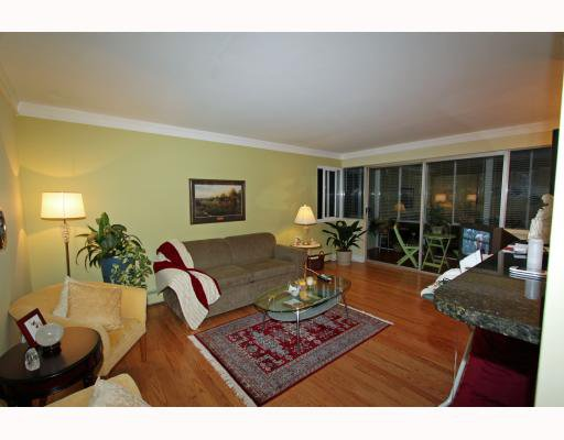 Main Photo: 404 1750 ESQUIMALT Avenue in West Vancouver: Ambleside Condo for sale : MLS®# V798842