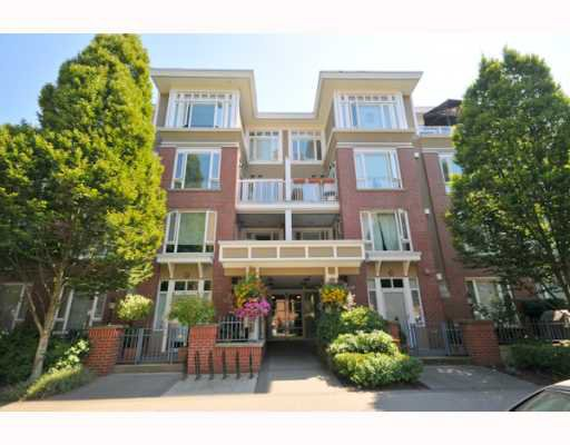 "Main Photo: 106 2628 YEW Street in Vancouver: Kitsilano Condo for sale in ""CONNAUGHT PLACE"" (Vancouver West)  : MLS®# V779351"
