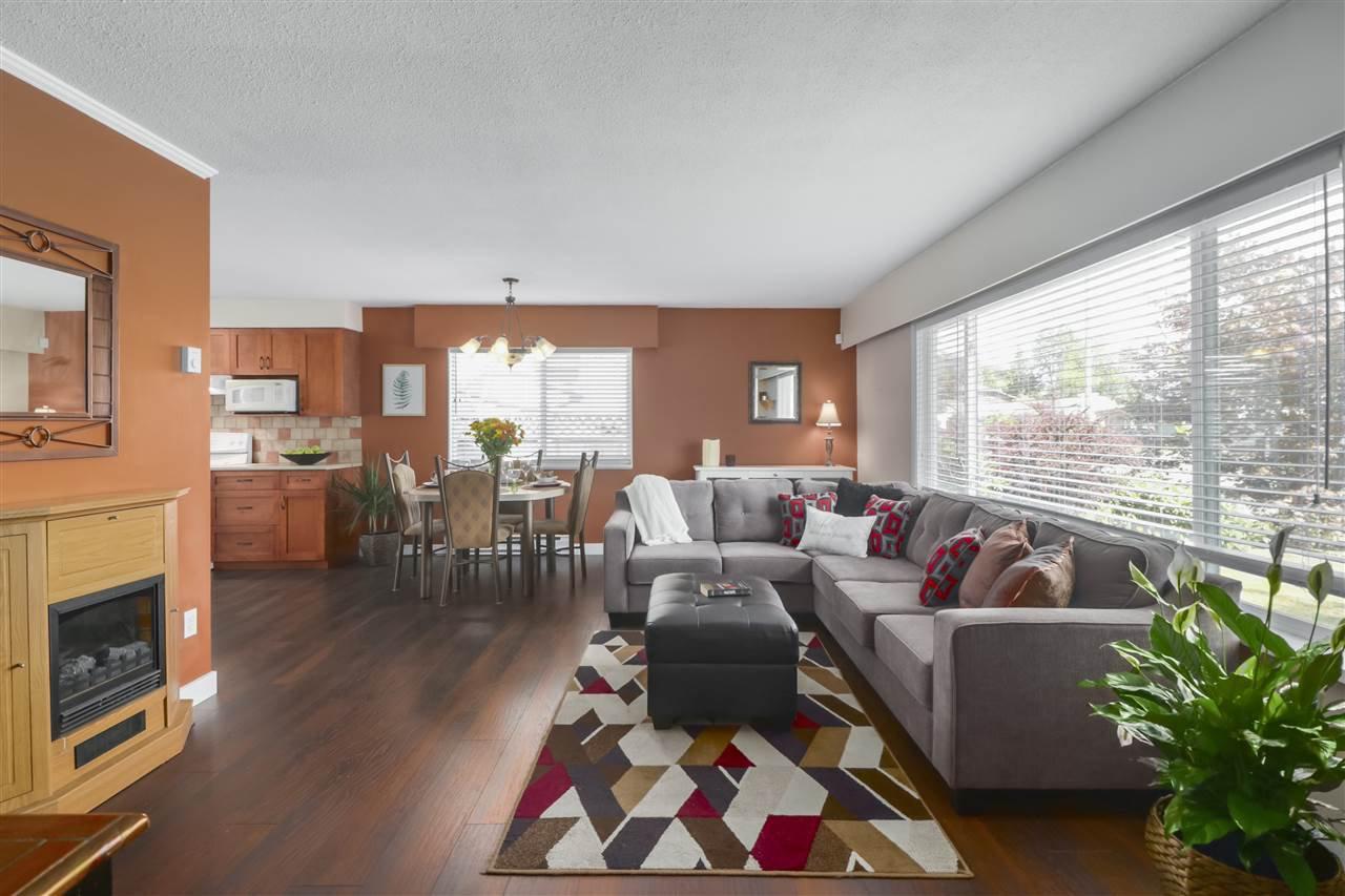 Photo 4: Photos: 11831 GLENHURST Street in Maple Ridge: Cottonwood MR House for sale : MLS®# R2403211