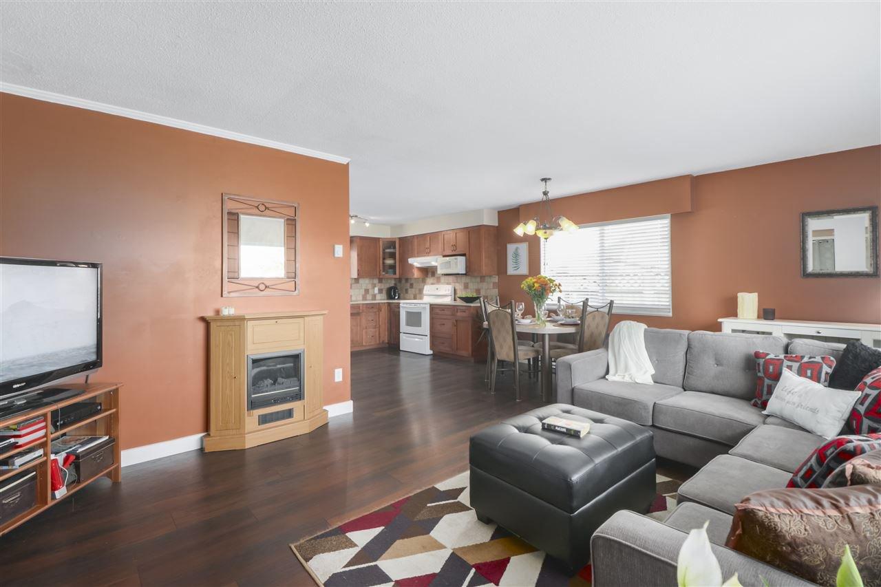 Photo 5: Photos: 11831 GLENHURST Street in Maple Ridge: Cottonwood MR House for sale : MLS®# R2403211