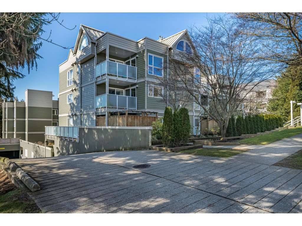 "Main Photo: 104 518 THIRTEENTH Street in New Westminster: Uptown NW Condo for sale in ""COVENTRY COURT"" : MLS®# R2443771"