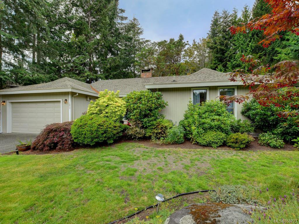 Main Photo: 1872 Barrett Dr in : NS Dean Park Single Family Detached for sale (North Saanich)  : MLS®# 850723