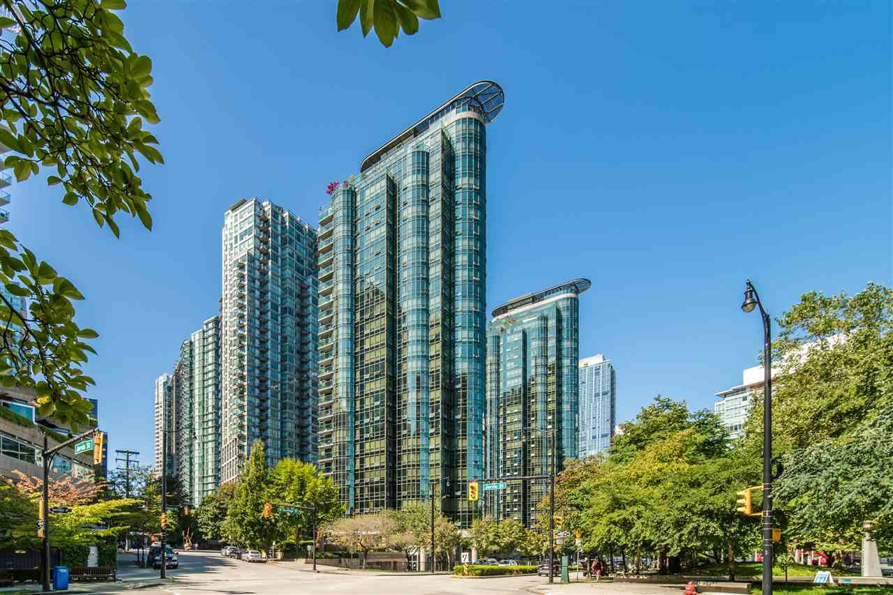 """Main Photo: 2307 555 JERVIS Street in Vancouver: Coal Harbour Condo for sale in """"Harbourside Park"""" (Vancouver West)  : MLS®# R2489146"""