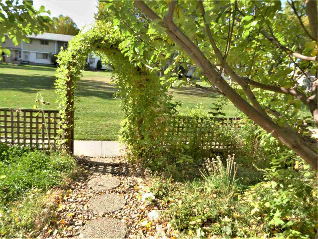 Main Photo: 7 Garden Crescent: St. Albert Attached Home for sale : MLS®# E4215389