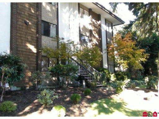 """Main Photo: 302 15020 NORTH BLUFF Road: White Rock Condo for sale in """"NORTH BLUFF VILLAGE"""" (South Surrey White Rock)  : MLS®# F2922854"""