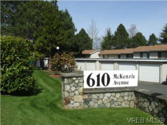 Main Photo: 35 610 McKenzie Ave in VICTORIA: SW Glanford Row/Townhouse for sale (Saanich West)  : MLS®# 531206
