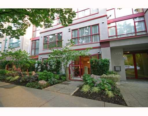 Main Photo: 102 2140 W 12TH Avenue in Vancouver: Kitsilano Condo for sale (Vancouver West)  : MLS®# V771663