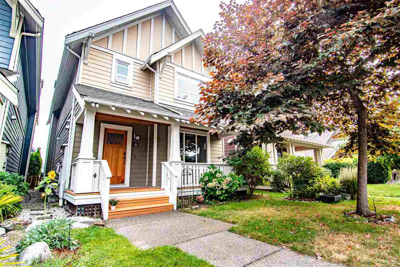 Main Photo: 215 HOLLY Avenue in New Westminster: Queensborough House for sale : MLS®# R2500800