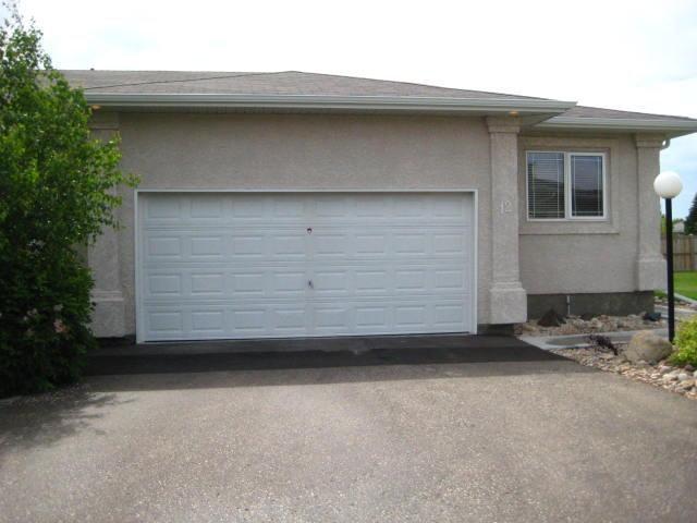 Main Photo: 1000 WILKES Avenue in WINNIPEG: River Heights / Tuxedo / Linden Woods Condominium for sale (South Winnipeg)  : MLS®# 1011443