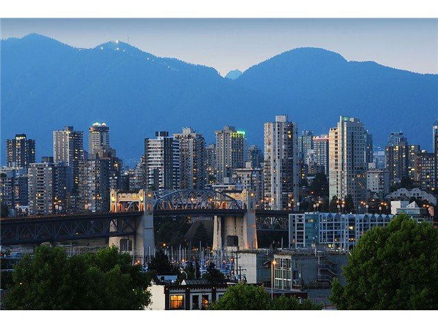 "Main Photo: 705 2288 PINE Street in Vancouver: Fairview VW Condo for sale in ""THE FAIRVIEW"" (Vancouver West)  : MLS®# V852538"