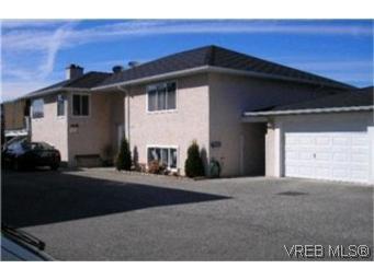 Main Photo:  in VICTORIA: Vi Mayfair Half Duplex for sale (Victoria)  : MLS®# 406654