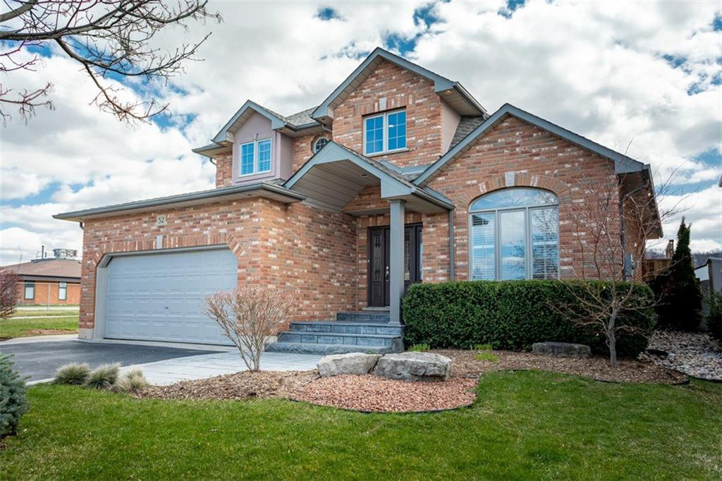 Photo 2: Photos: 52 TUSCANI Drive in Stoney Creek: Residential for sale : MLS®# H4076903