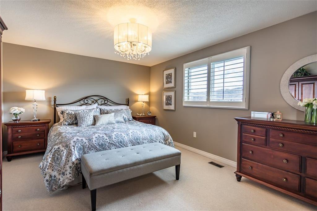 Photo 20: Photos: 52 TUSCANI Drive in Stoney Creek: Residential for sale : MLS®# H4076903