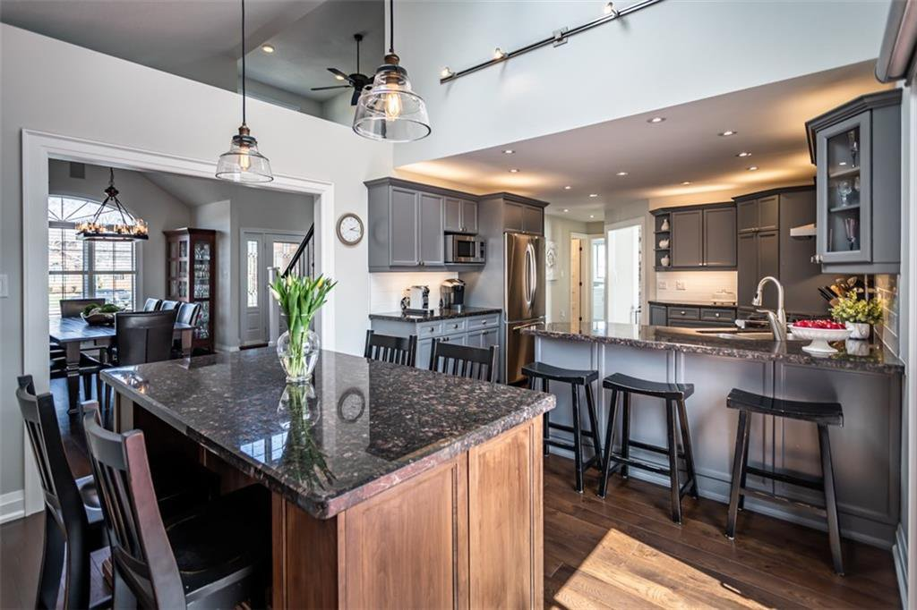 Photo 10: Photos: 52 TUSCANI Drive in Stoney Creek: Residential for sale : MLS®# H4076903