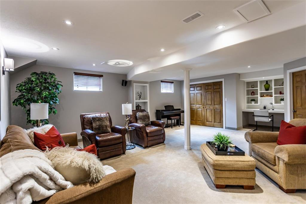Photo 30: Photos: 52 TUSCANI Drive in Stoney Creek: Residential for sale : MLS®# H4076903
