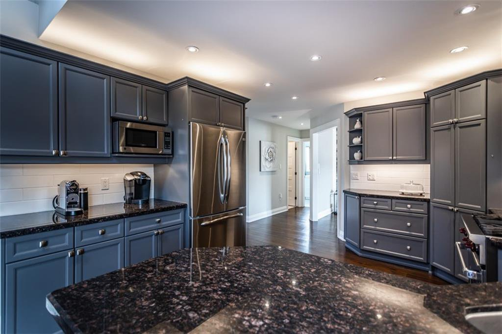 Photo 7: Photos: 52 TUSCANI Drive in Stoney Creek: Residential for sale : MLS®# H4076903