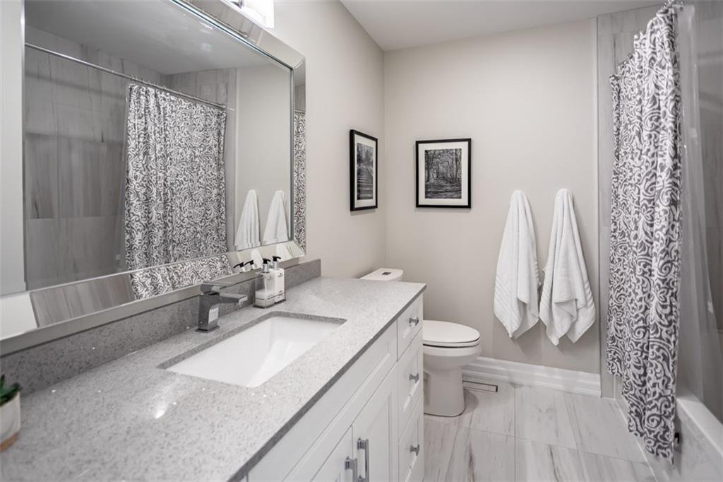 Photo 25: Photos: 52 TUSCANI Drive in Stoney Creek: Residential for sale : MLS®# H4076903