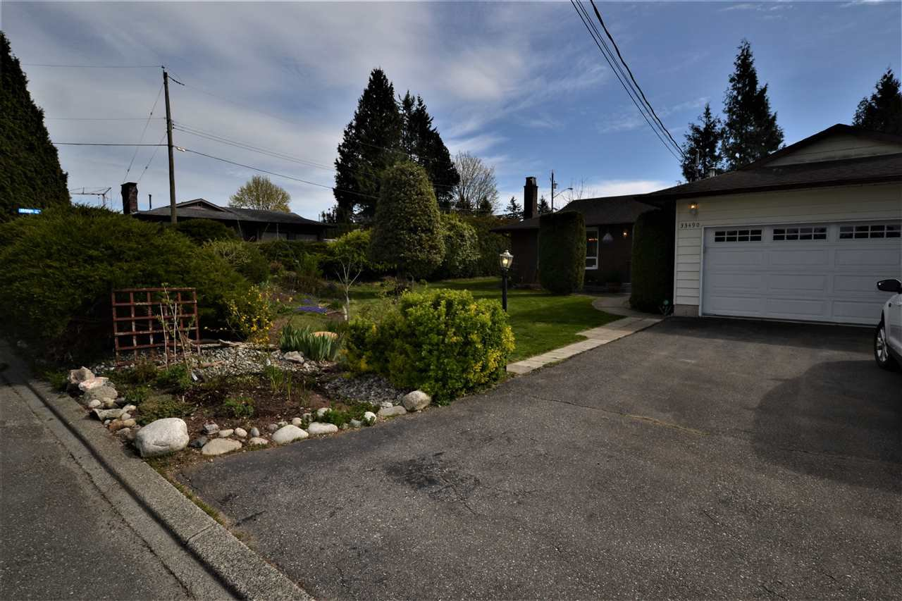 Main Photo: 33490 KIRK Avenue in Abbotsford: Poplar House for sale : MLS®# R2455265