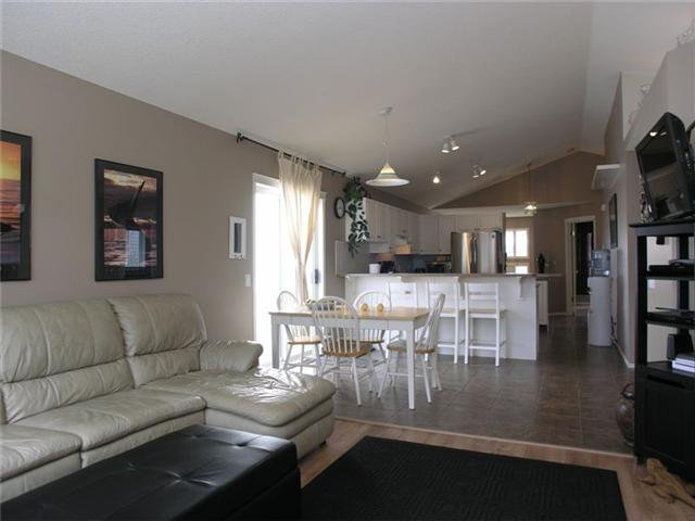Photo 3: Photos: 15 INVERNESS Gardens SE in CALGARY: McKenzie Towne Residential Detached Single Family for sale (Calgary)  : MLS®# C3423006