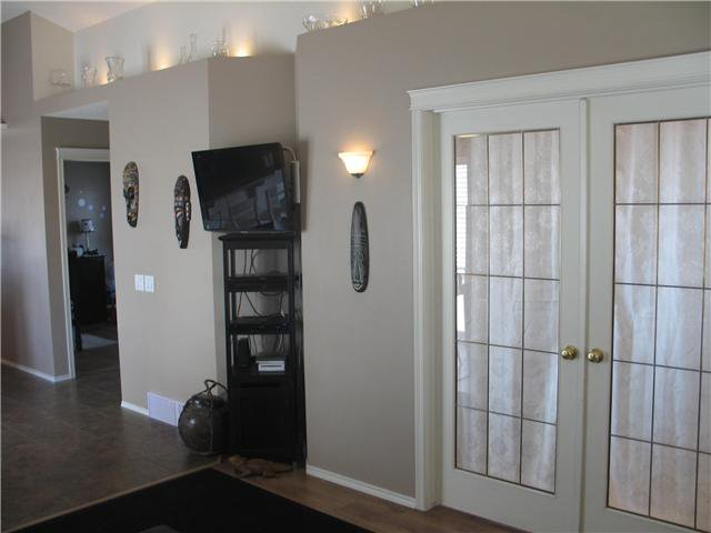 Photo 6: Photos: 15 INVERNESS Gardens SE in CALGARY: McKenzie Towne Residential Detached Single Family for sale (Calgary)  : MLS®# C3423006