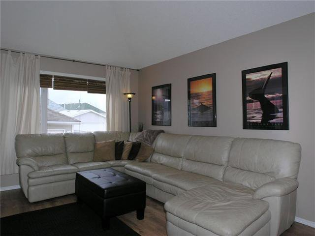 Photo 4: Photos: 15 INVERNESS Gardens SE in CALGARY: McKenzie Towne Residential Detached Single Family for sale (Calgary)  : MLS®# C3423006