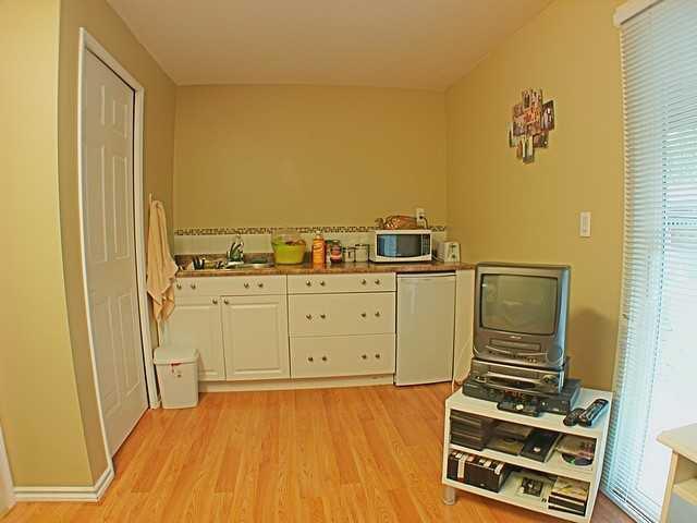 Photo 7: Photos: 22315 SHARPE Avenue in Richmond: Hamilton RI House 1/2 Duplex for sale : MLS®# V843358