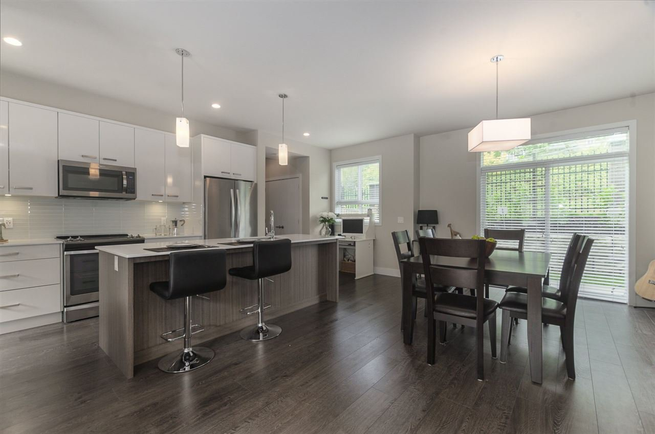 """Photo 4: Photos: 19 1968 NORTH PARALLEL Road in Abbotsford: Abbotsford East Townhouse for sale in """"Parallel North"""" : MLS®# R2443681"""