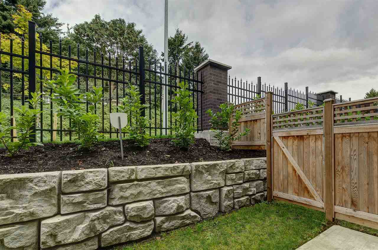 """Photo 19: Photos: 19 1968 NORTH PARALLEL Road in Abbotsford: Abbotsford East Townhouse for sale in """"Parallel North"""" : MLS®# R2443681"""