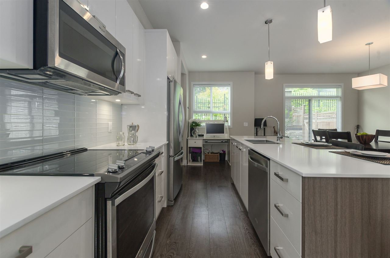 """Photo 2: Photos: 19 1968 NORTH PARALLEL Road in Abbotsford: Abbotsford East Townhouse for sale in """"Parallel North"""" : MLS®# R2443681"""