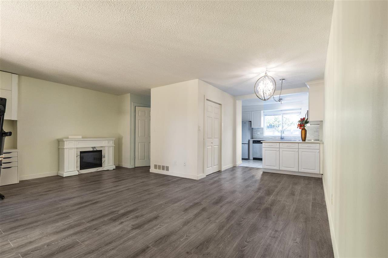 """Main Photo: 857 OLD LILLOOET Road in North Vancouver: Lynnmour Townhouse for sale in """"LYNNMOUR VILLAGE"""" : MLS®# R2515389"""