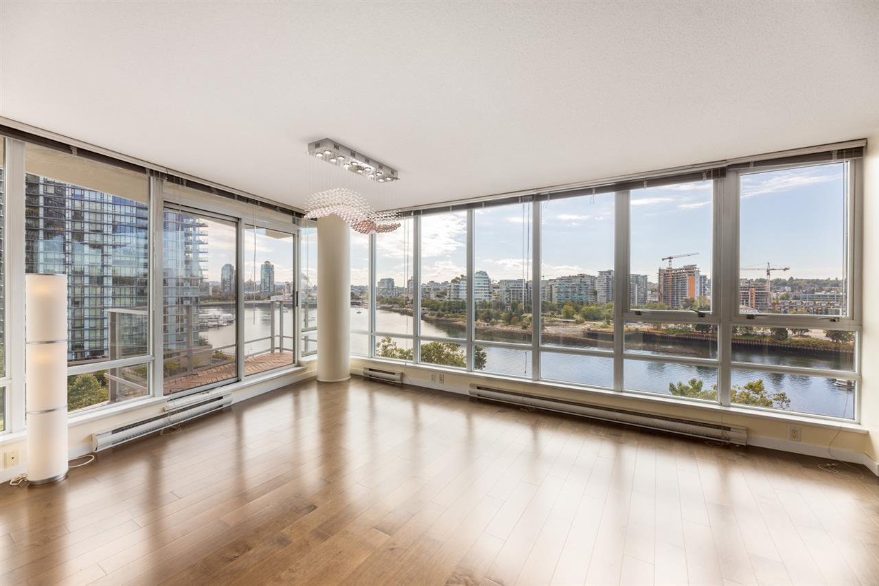 Main Photo: 1006 980 COOPERAGE WAY in Vancouver: Yaletown Condo for sale (Vancouver West)  : MLS®# R2488993