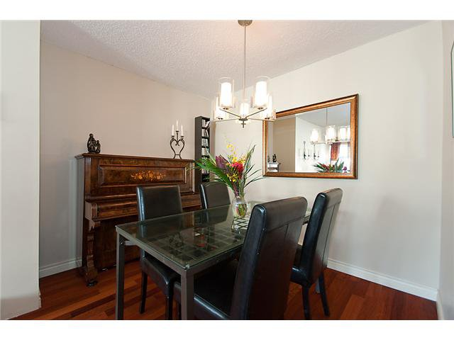 Photo 32: Photos: 2419 W 1ST Avenue in Vancouver: Kitsilano Townhouse for sale (Vancouver West)  : MLS®# V868161