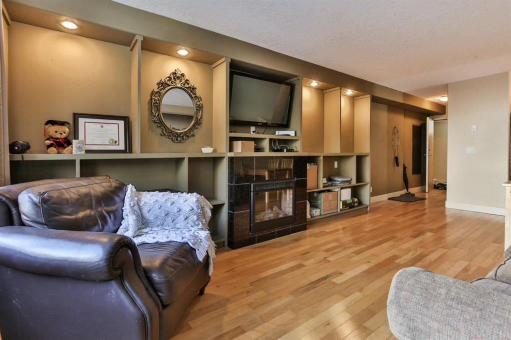 Main Photo: 205 716 3 Avenue NW in Calgary: Sunnyside Apartment for sale : MLS®# A1032794