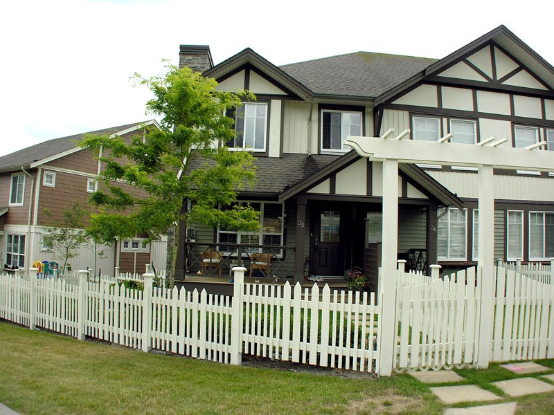 Main Photo: 35 4401 BLAUSON Boulevard in Abbotsford: Abbotsford East Townhouse for sale : MLS®# F1021887