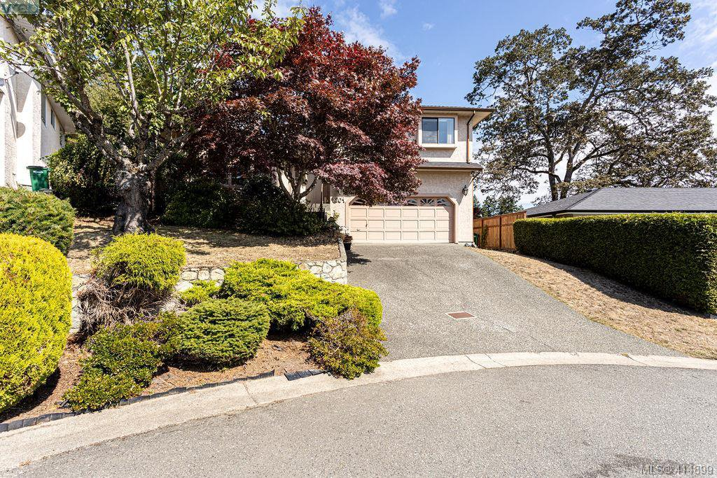 Main Photo: 1204 Politano Place in VICTORIA: SW Strawberry Vale Single Family Detached for sale (Saanich West)  : MLS®# 414899