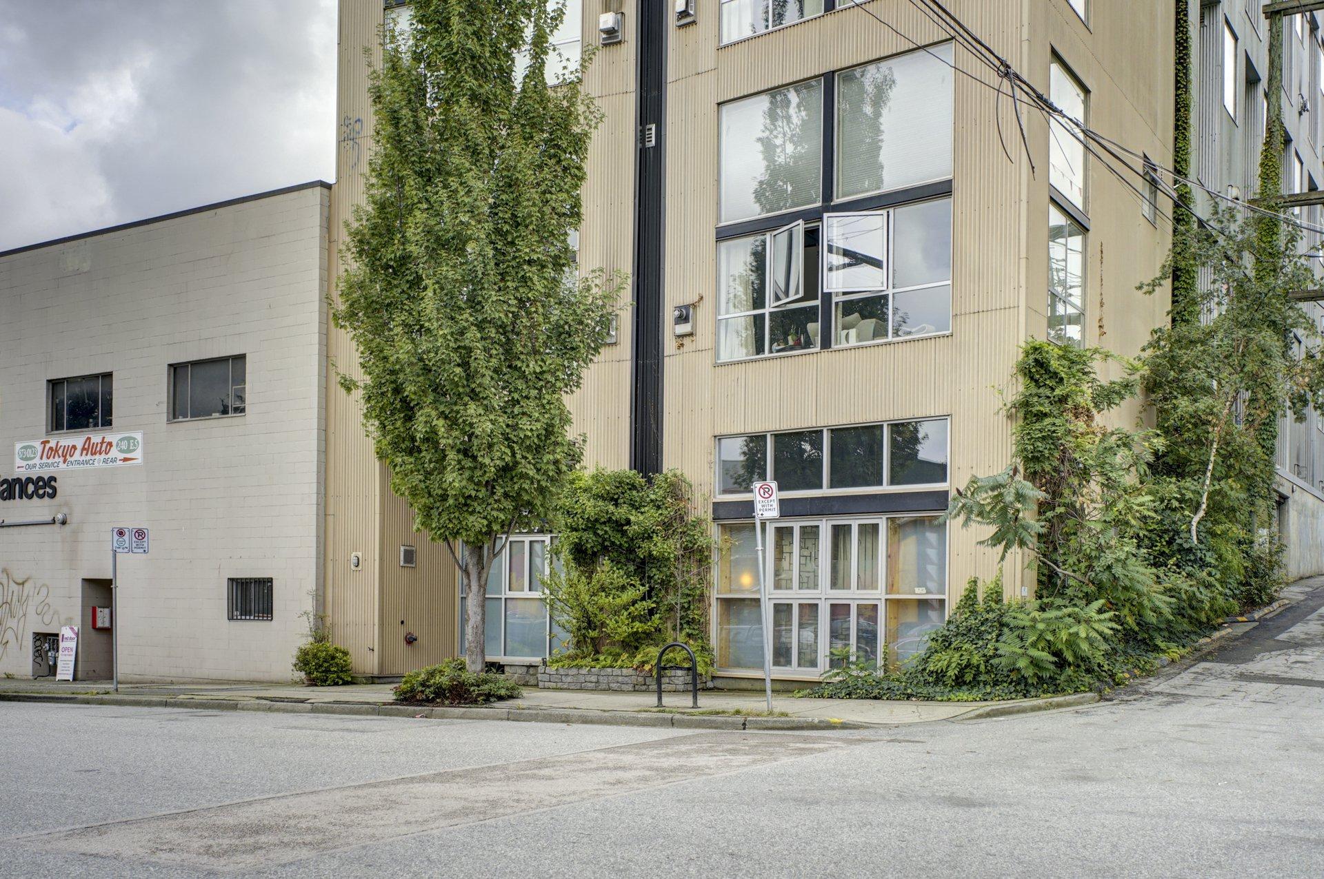 "Main Photo: 206 234 E 5TH Avenue in Vancouver: Mount Pleasant VE Condo for sale in ""GRANITE BLOCK"" (Vancouver East)  : MLS®# R2406853"