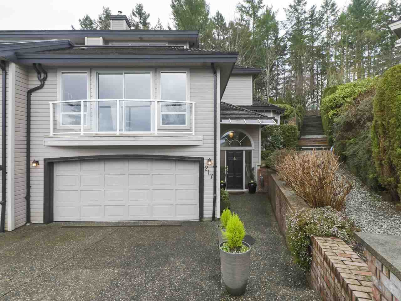 "Main Photo: 217 MORNINGSIDE Drive in Delta: Pebble Hill House for sale in ""MORNINGSIDE"" (Tsawwassen)  : MLS®# R2431224"