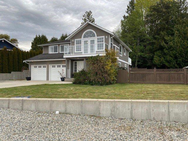 Main Photo: 5058 BAY Road in Sechelt: Sechelt District House for sale (Sunshine Coast)  : MLS®# R2450562