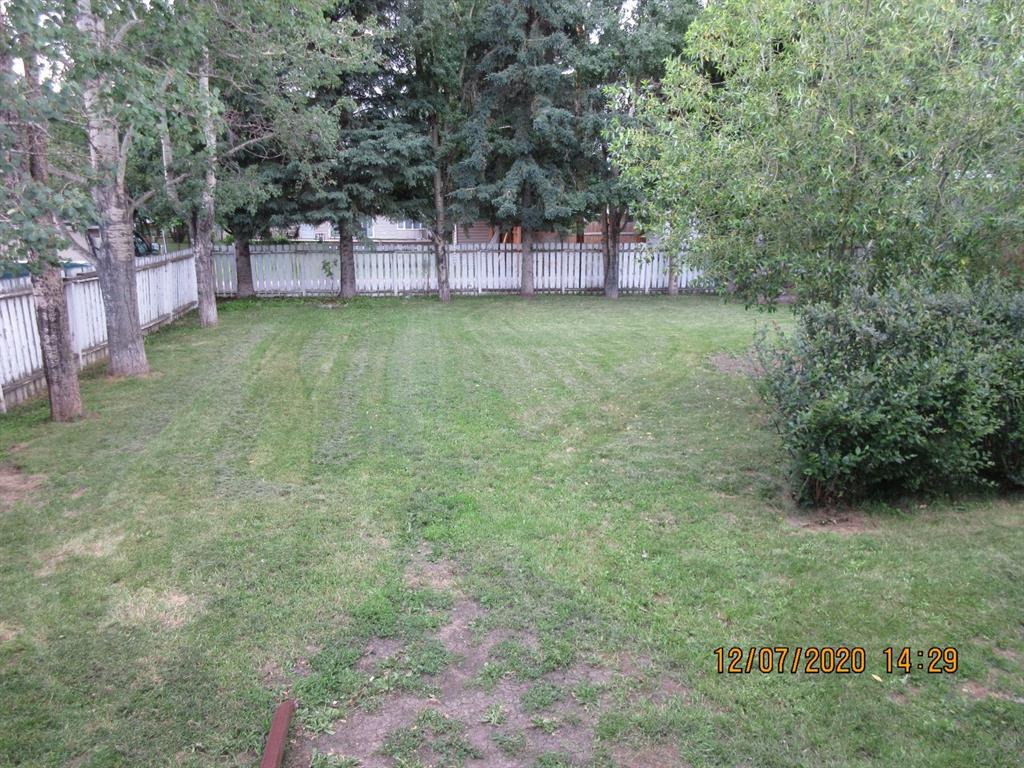 Photo 5: Photos: 324 E 1 Street in Sundre: NONE Residential for sale : MLS®# A1011728