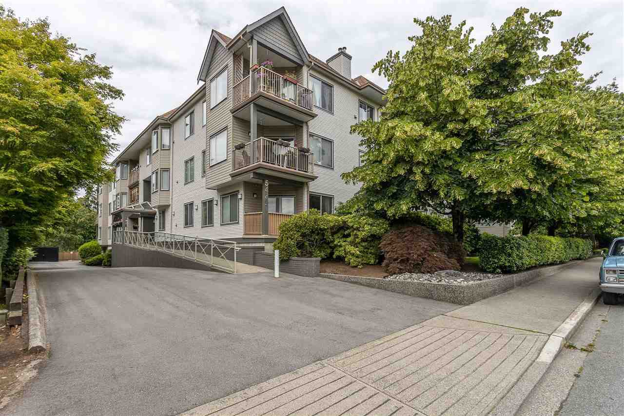 """Photo 23: Photos: 106 5489 201 Street in Langley: Langley City Condo for sale in """"CANIM COURT"""" : MLS®# R2491449"""