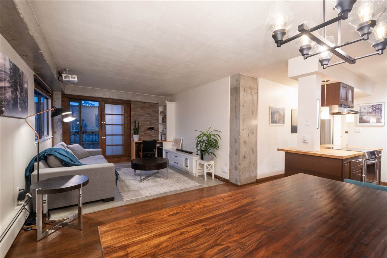 """Main Photo: 404 209 CARNARVON Street in New Westminster: Downtown NW Condo for sale in """"ARGYLE HOUSE"""" : MLS®# R2508347"""