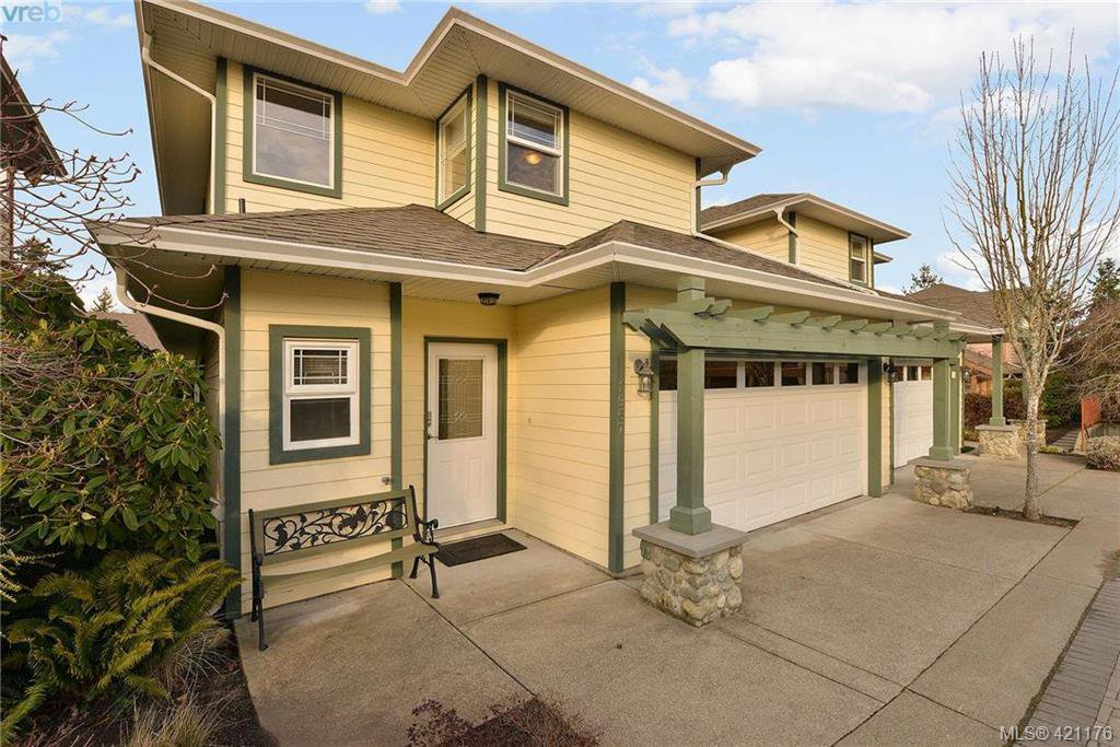 Main Photo: 1967 Polo Park Crt in SAANICHTON: CS Saanichton Row/Townhouse for sale (Central Saanich)  : MLS®# 833589
