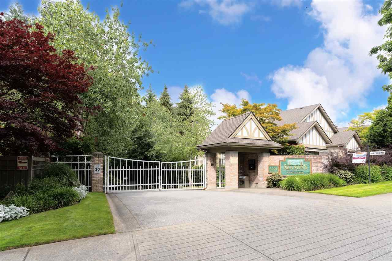 """Main Photo: 49 5221 OAKMOUNT Crescent in Burnaby: Oaklands Townhouse for sale in """"SEASONS BY THE LAKE"""" (Burnaby South)  : MLS®# R2480570"""