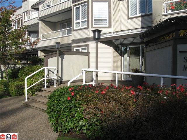 "Main Photo: 301 1840 E SOUTHMERE Crescent in Surrey: Sunnyside Park Surrey Condo for sale in ""SOUTHMERE MEWS WEST"" (South Surrey White Rock)  : MLS®# F1026823"