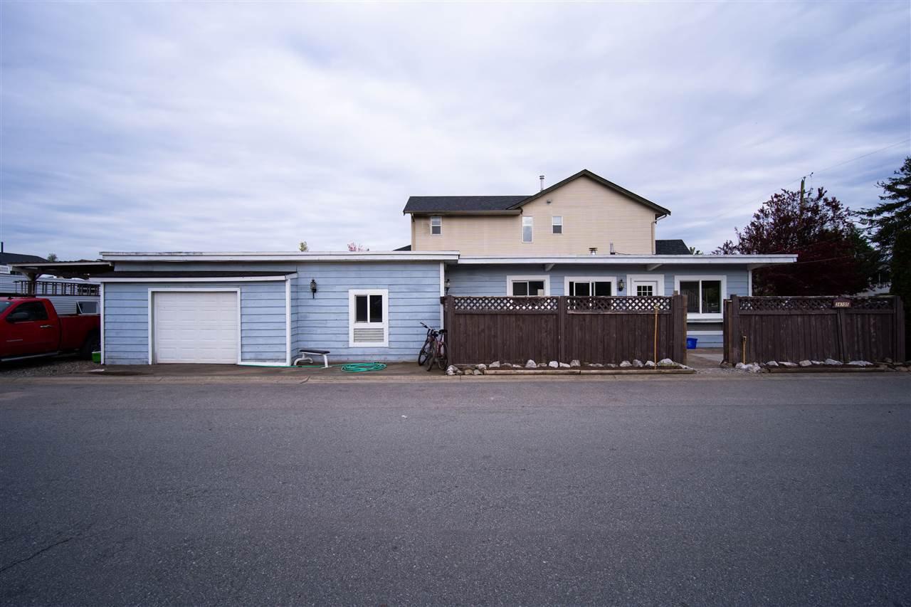 Main Photo: 34705 4TH Avenue in Abbotsford: Poplar House for sale : MLS®# R2452396