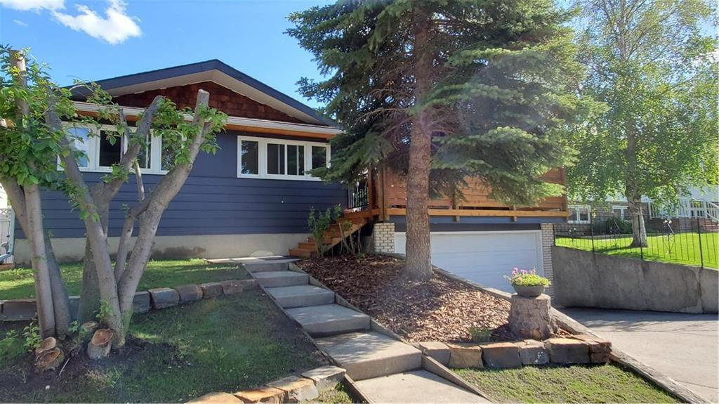Main Photo: 1019 CANTABRIAN Drive SW in Calgary: Canyon Meadows Detached for sale : MLS®# C4301708