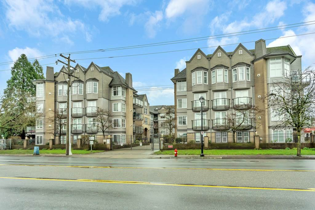 """Main Photo: 321 20200 56 Avenue in Langley: Langley City Condo for sale in """"THE BENTLEY"""" : MLS®# R2526223"""